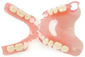Съемные нейлоновые зубные протезы Казань